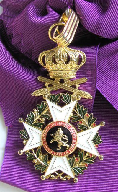 Знак Большого креста Ордена Леопольда I с мечами на ленте-перевязи.