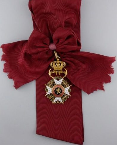 Знак Большого креста Ордена Леопольда I с якорями на ленте-перевязи.