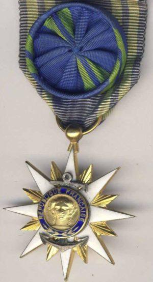 Аверс и реверс золотого знака Офицера ордена Морских заслуг.
