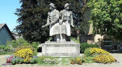 г. Вальдсхут. Памятник погибшим землякам в обеих мировых войнах.