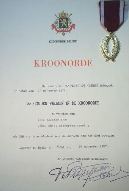Свидетельство о награждении знаком «Серебряные пальмы» Ордена Короны.