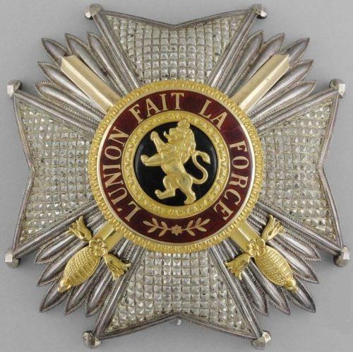 Звезда степени Великого офицера с мечами.