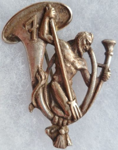 Аверс и реверс знака 7-го батальона егерей.