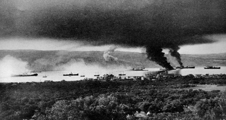 Британские корабли ведут бой за Крит. Май, 1941 г