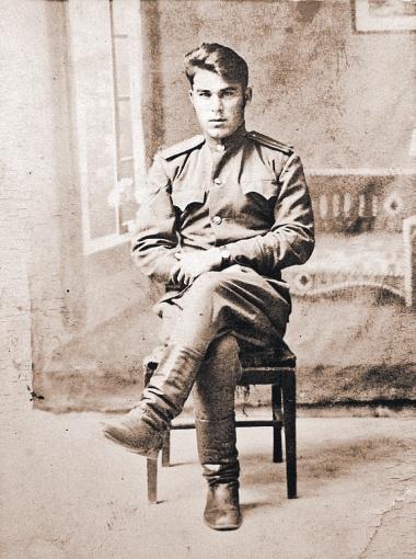Внебрачный сын Сталина – Александр Давыдов.
