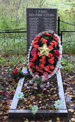 д. Кайвакса Тихвинского р-на. Памятник, на котором увековечено имена 34 погибших земляков.