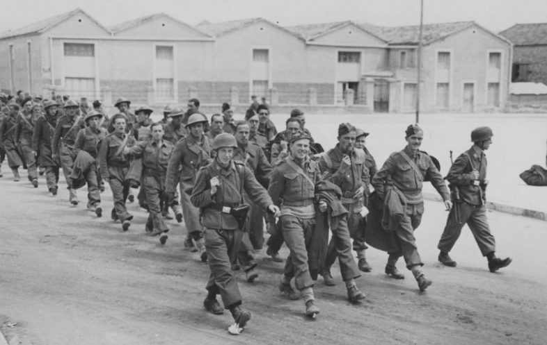 Британские солдаты в немецком плену. Крит. Май, 1941 г.