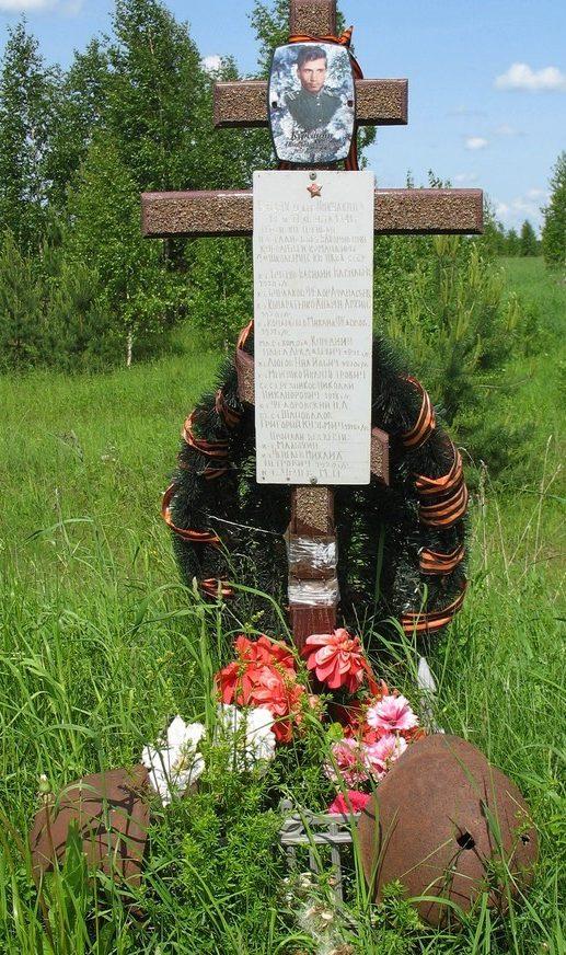д. Никулкино Лужского р-на. Памятный знак курсантам и командирам 4-й школы младшего начсостава конвойных войск НКВД СССР, геройски погибшим 19 и 21 августа 1941 года у д. Никулкино.