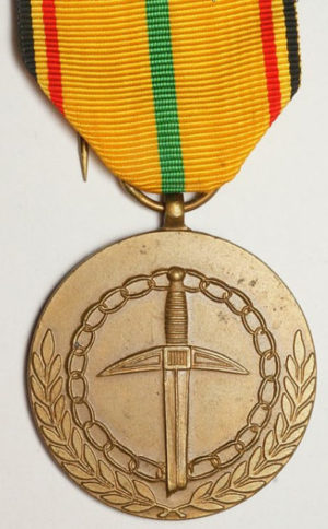 Аверс и реверс медали в память 45-летия окончания Второй мировой войны.