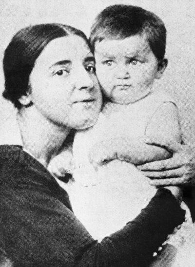 Аллилуева с ребенком.