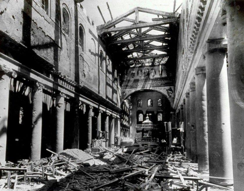 Последствия бомбардировки в районе San Lorenzo. Июнь 1943 г.