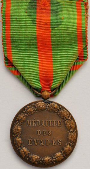Аверс и реверс медали «За побег из плена».