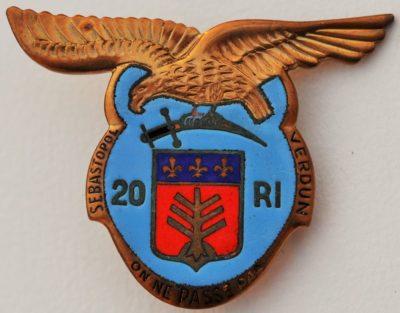 Аверс и реверс знака 20-го пехотного полка.