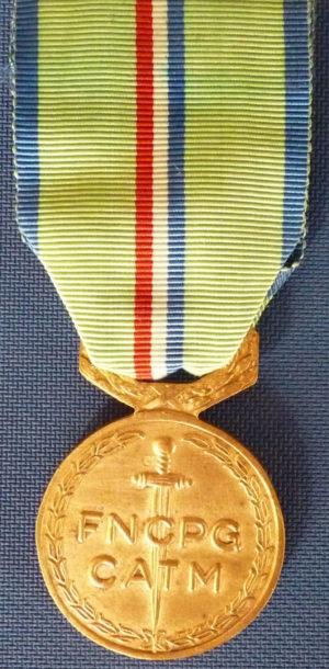 Аверс и реверс памятной медали узника концлагеря.