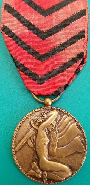 Аверс и реверс медали подпольной организации Лорда Дениса.