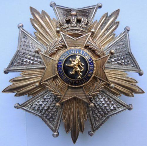 Аверс и реверс звезды ордена степени Великого офицера.