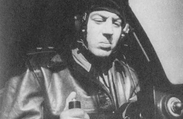Василий Сталин за штурвалом истребителя.