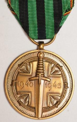Аверс и реверс медали в память 30-летия окончания Второй мировой войны.