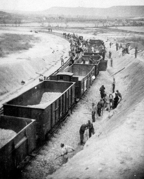 Строительство д/ж путей для позиции дальнобойного орудия «Дора». Бахчисарай. Февраль-март 1942 г.