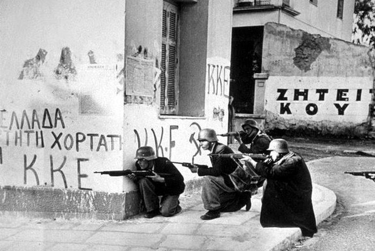 Бывшие коллаборационисты во время боёв в Афинах. Декабрь 1944 г.