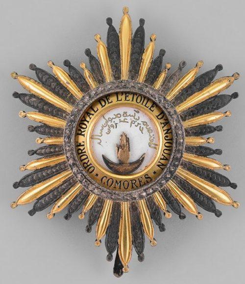 Аверс и реверс звезды ордена Звезды Анжуана.