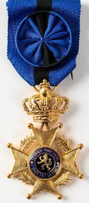 Аверс и реверс знака Офицера Ордена Леопольда II.