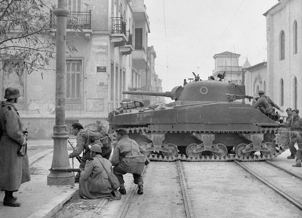 Британские танки «Шерман» в Афинах. Декабрь 1944 -январь 1945 гг.