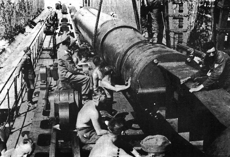 Сборка орудия. Февраль-март 1942 г.