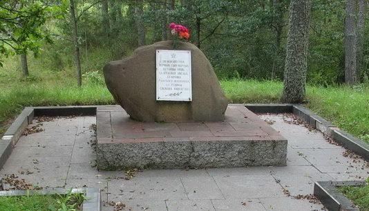 п. Пансионат «Зеленый Бор» Лужского р-на. Памятный знак неизвестному советскому воину.