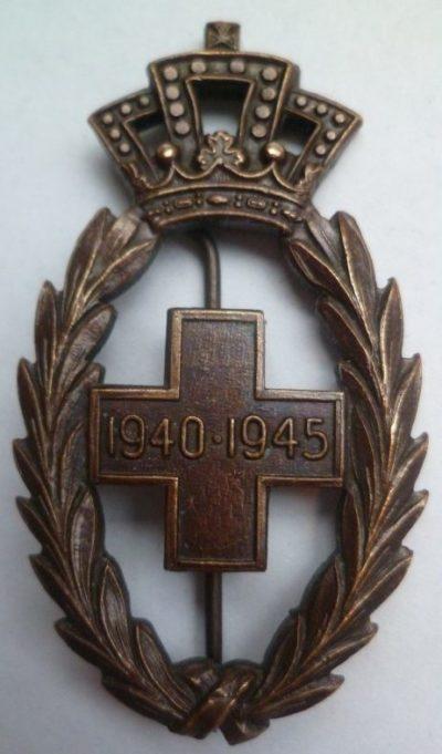 Аверс и реверс знака Красного Креста Бельгии.