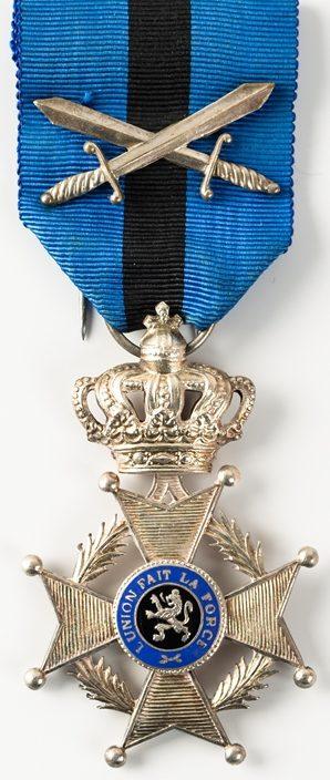 Аверс и реверс знака Кавалер Ордена Леопольда II.