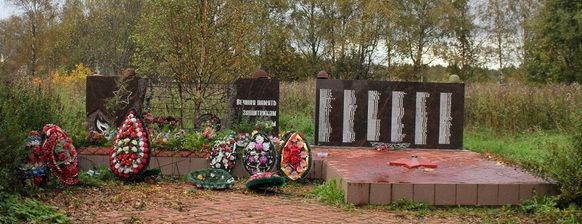 д. Пашозеро Тихвинского р-на. Памятник, на котором увековечено имена 246 погибших земляков.