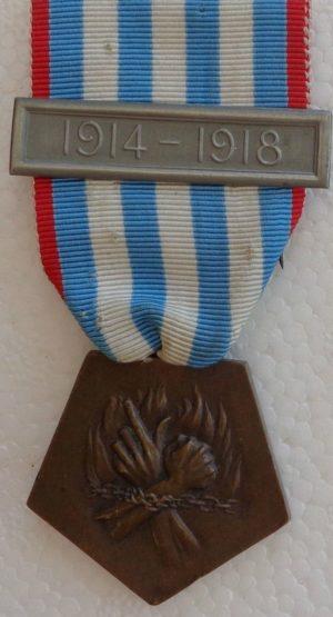 Аверс и реверс медали депортированных за участие в Сопротивлении.