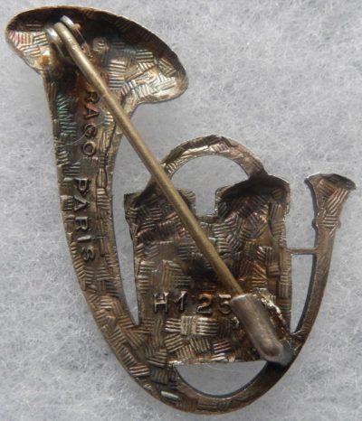 Аверс и реверс знака 19-го батальона егерей.