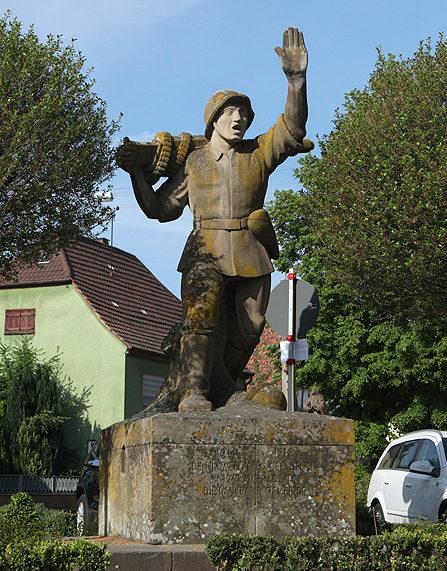 г. Оденхайм, коммуна Эстринген. Мемориал павшим немецким солдатам в обеих мировых войнах.