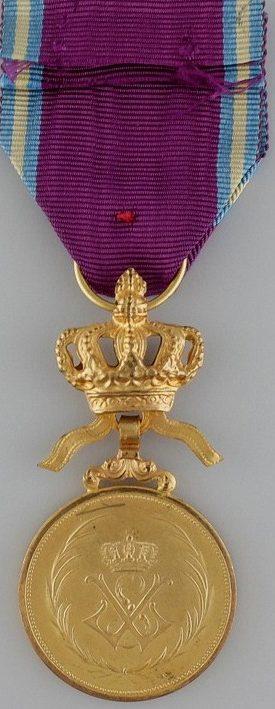 Аверс и реверс бронзовой медали Королевского ордена Льва.