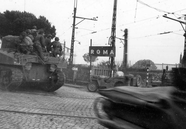 Американские танки «Шерман» входят в Рим. Июнь 1944 г.