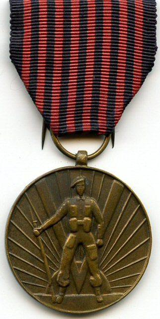 Аверс и реверс медали Добровольцев 1940-1945.