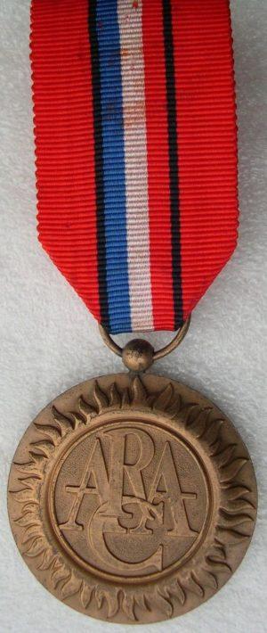 Аверс и реверс медали Республиканской ассоциации ветеранов (ARAC).
