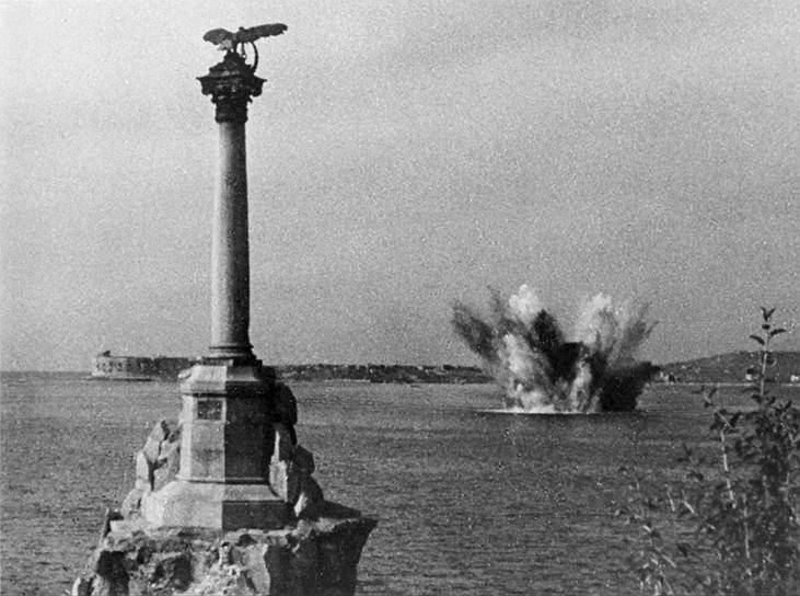 Снаряд «Доры» попал в бухту города. Февраль-март 1942 г.