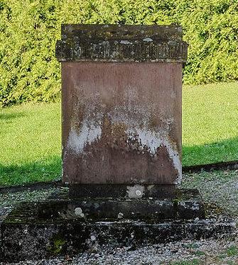 г. Ройтлинген. Мемориальный камень в память погибших 542 советских военнопленных.