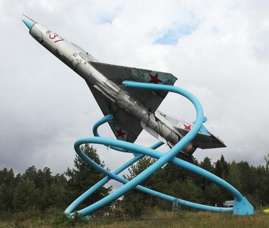 Памятник-истребитель МиГ-21.