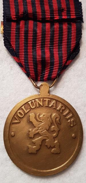 Аверс и реверс медали Комбатантов 1940-1945.