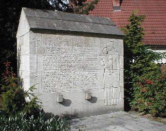д. Сиглинген. Памятник погибшим землякам во Второй мировой войне.