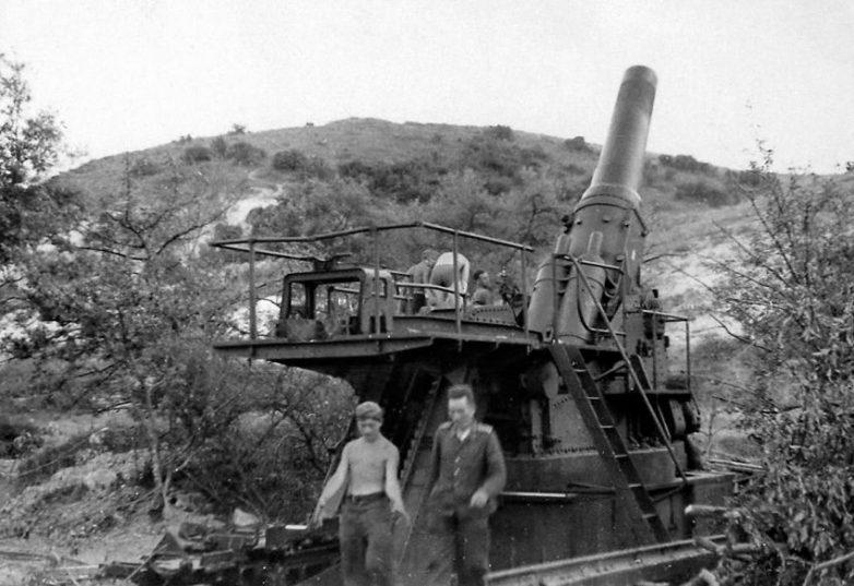 420-мм мортира «Гамма» на позиции под Севастополем. 1942 г.