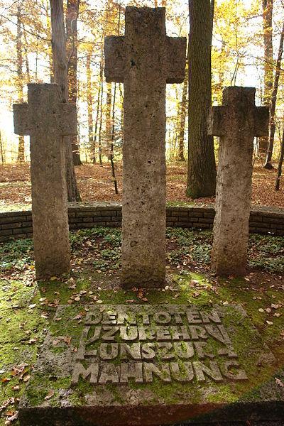 г. Тюбинген. Памятник на братских могилах, в которых захоронен 401 немецкий солдат, погибший в 1944-1945 годах.