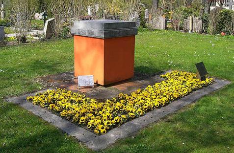 г. Фрайбург-им-Брайсгау. Памятник, установленный на братской могиле, в которой похоронено 66 советских военнопленных, погибших в концлагере Фрайбурга.