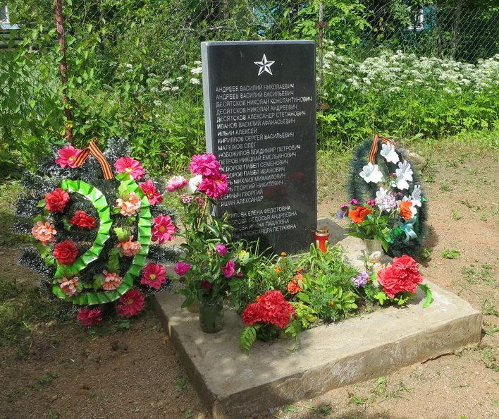 д. Тозырево Лужского р-на. Памятник погибшим землякам.