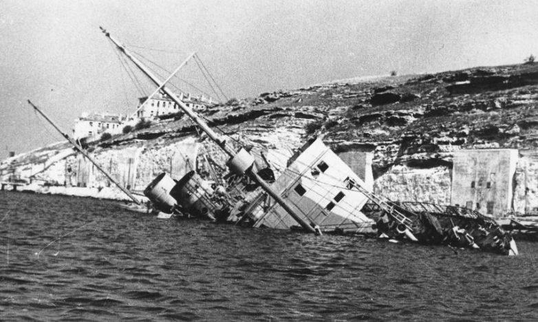 Потопленный в Сухарной балке Севастополя советский санитарный транспорт «Абхазия». Лето 1942 г.