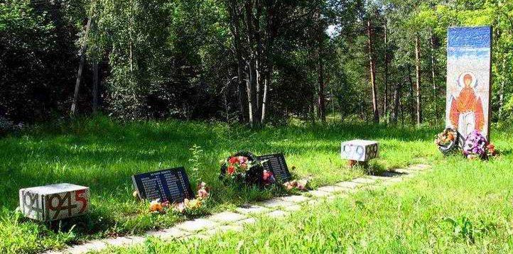 п. Толмачёво Лужского р-на. Памятник землякам, не вернувшимся с войны.